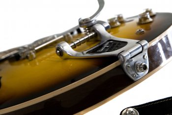 BIGSBY B3 installed on a GIBSON ES 335 TOWNER HINGE PLATE ADAPTOR for BIGSBY B3